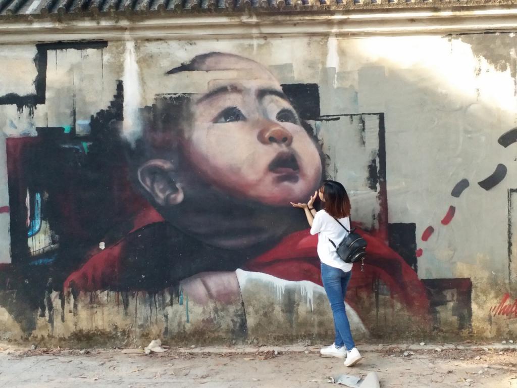 Giới trẻ Huế rần rần kéo về bức tường bích họa để 'check in'