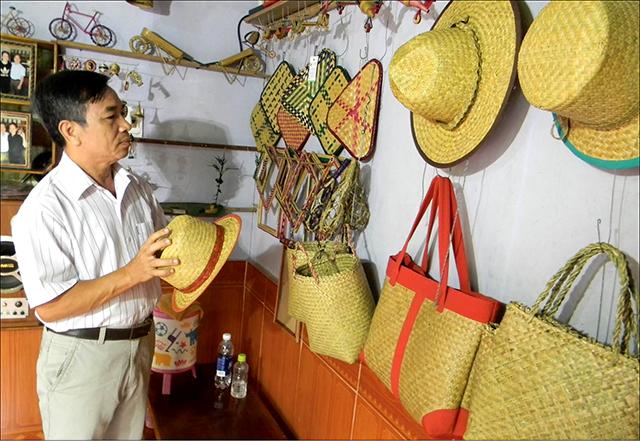 Về thăm làng nghề đan đệm bàng Phò Trạch