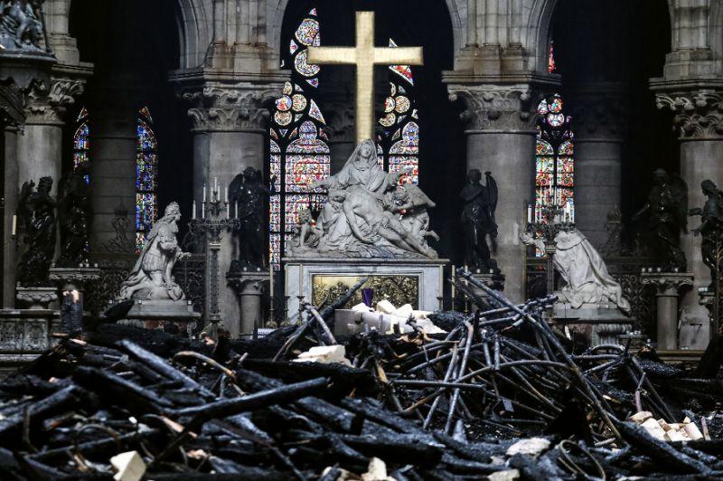 Pháp thông qua dự luật phục dựng nhà thờ Đức Bà