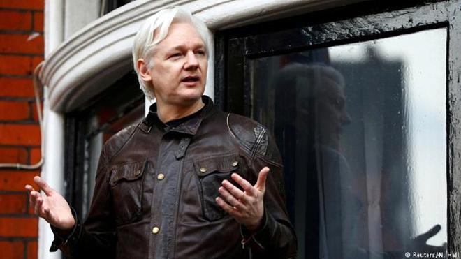 Nhà sáng lập WikiLeaks bị bắt: Dấu chấm hết cho hành trình lẩn trốn 7 năm
