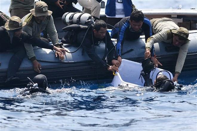 Rơi máy bay ở Indonesia: Tìm thấy thêm nhiều phần thi thể nạn nhân
