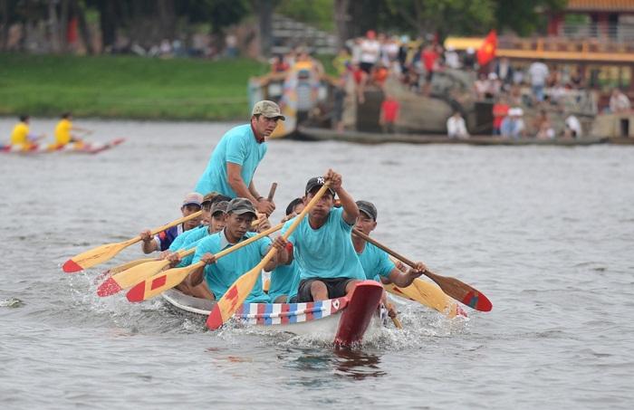 Tưng bừng giải đua ghe mừng Tết Độc lập trên sông Hương