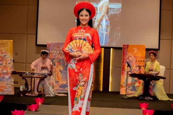 Ngọc Hân trình diễn áo dài lấy cảm hứng từ Nhã nhạc cung đình Huế