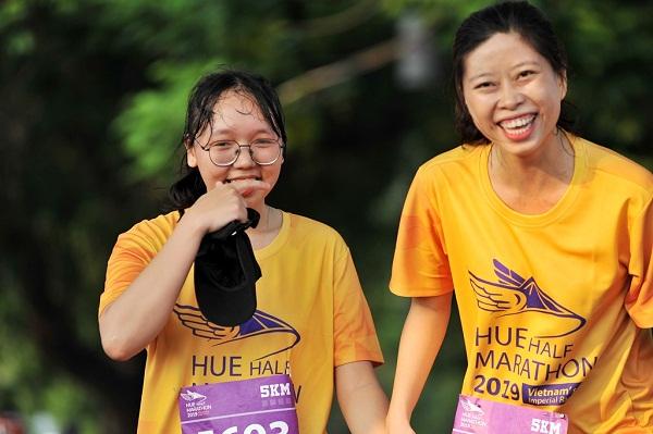 Những nụ cười trên đường chạy Huế Half Marathon 2019