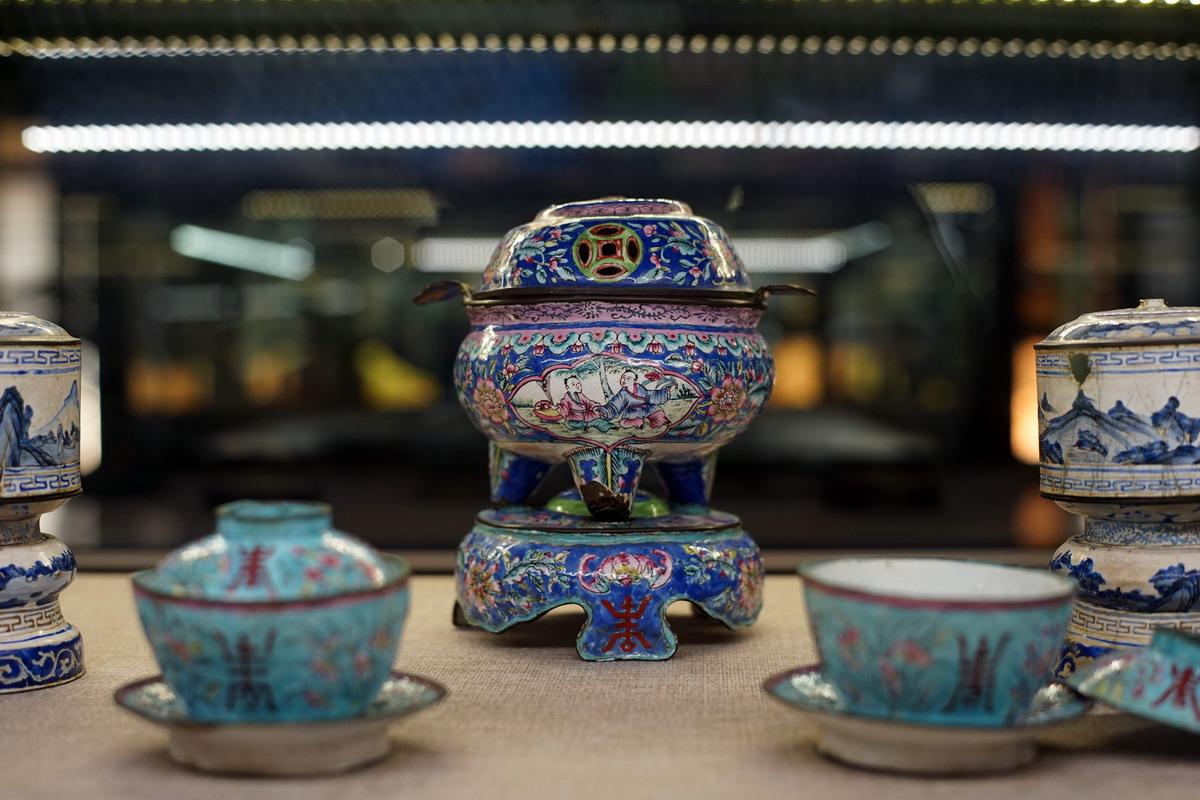 Pháp lam – nghề thủ công đặc sắc của cung đình nhà Nguyễn