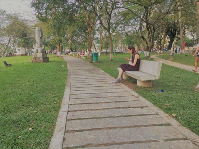 """Đặt tượng """"Người đàn ông cúi chào"""" tại Công viên 3/2"""