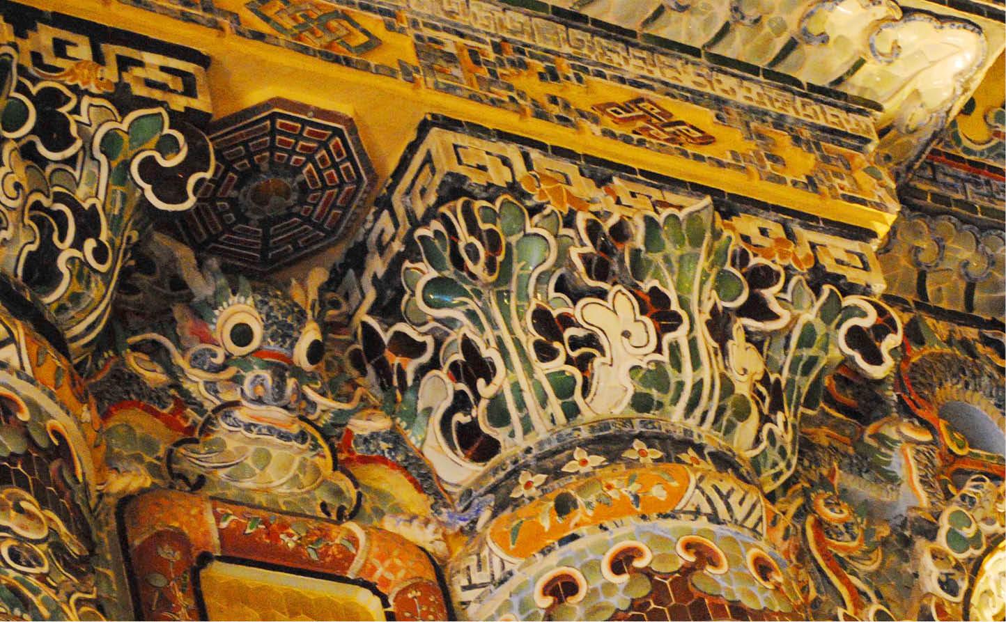 Vẻ đẹp Đông - Tây trong nghệ thuật trang trí Lăng Khải Định