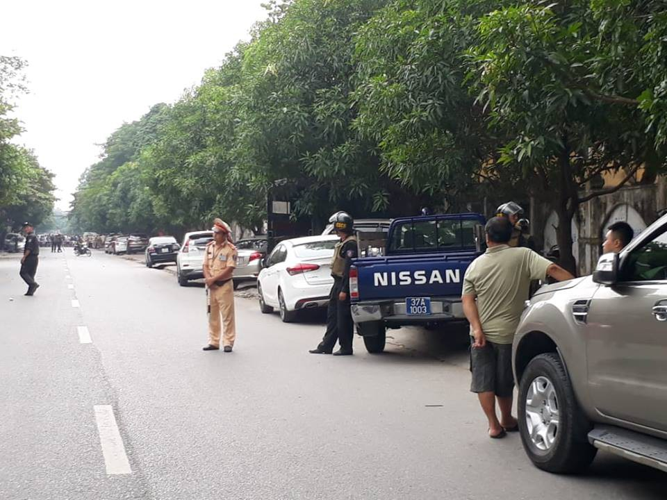 Phong tỏa tuyến phố, triển khai bắn tỉa để truy bắt tội phạm nguy hiểm