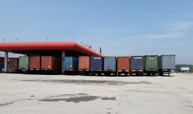 Đất xây dựng khu dịch vụ thương mại thành… bãi tập kết container